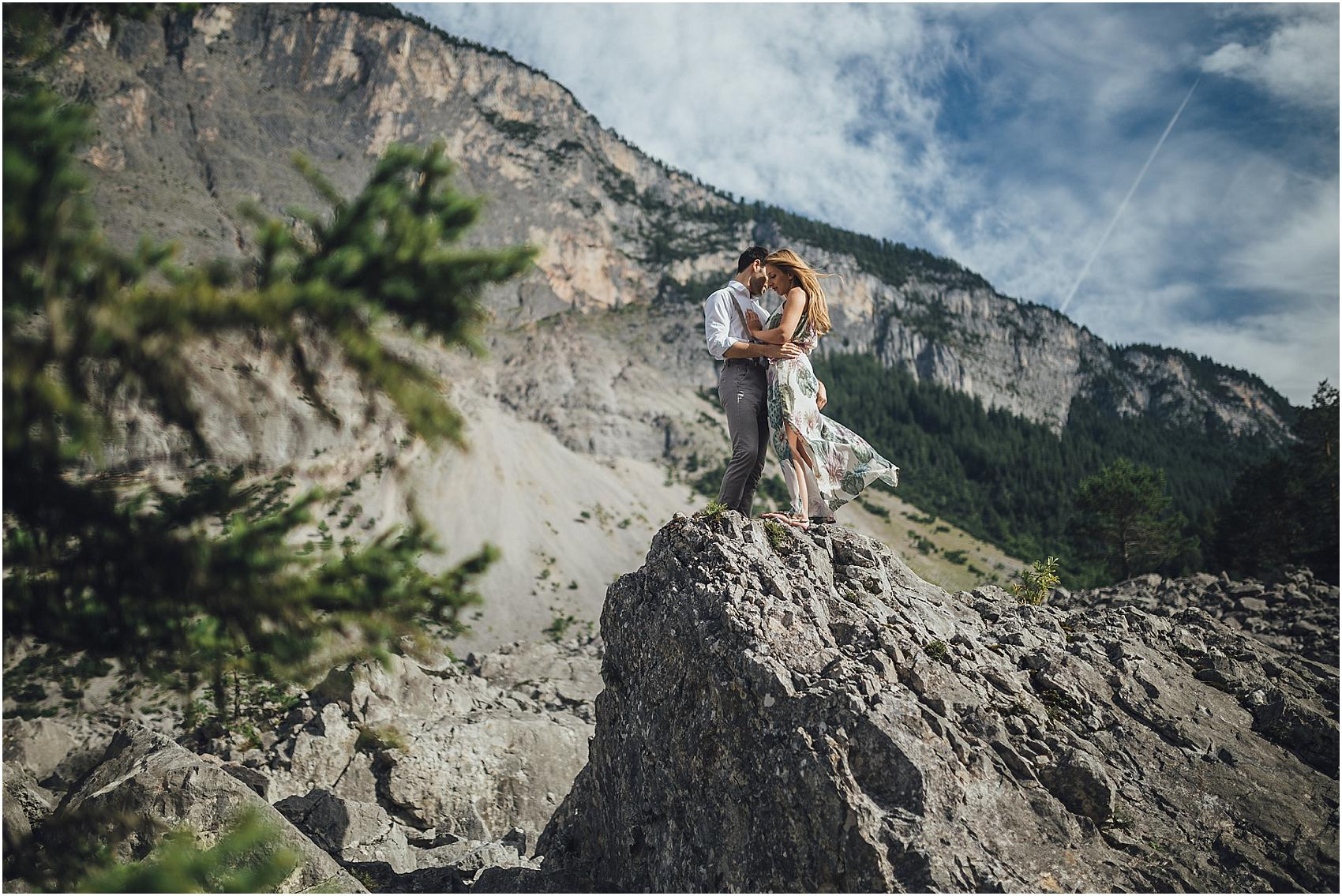 destination-wedding-photographer-engagement-on-alps-italy_0120