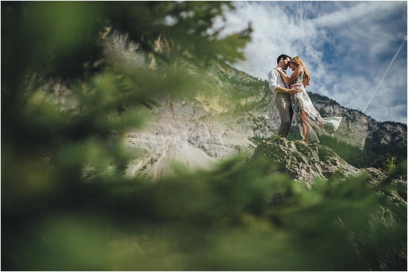 destination-wedding-photographer-engagement-on-alps-italy_0121