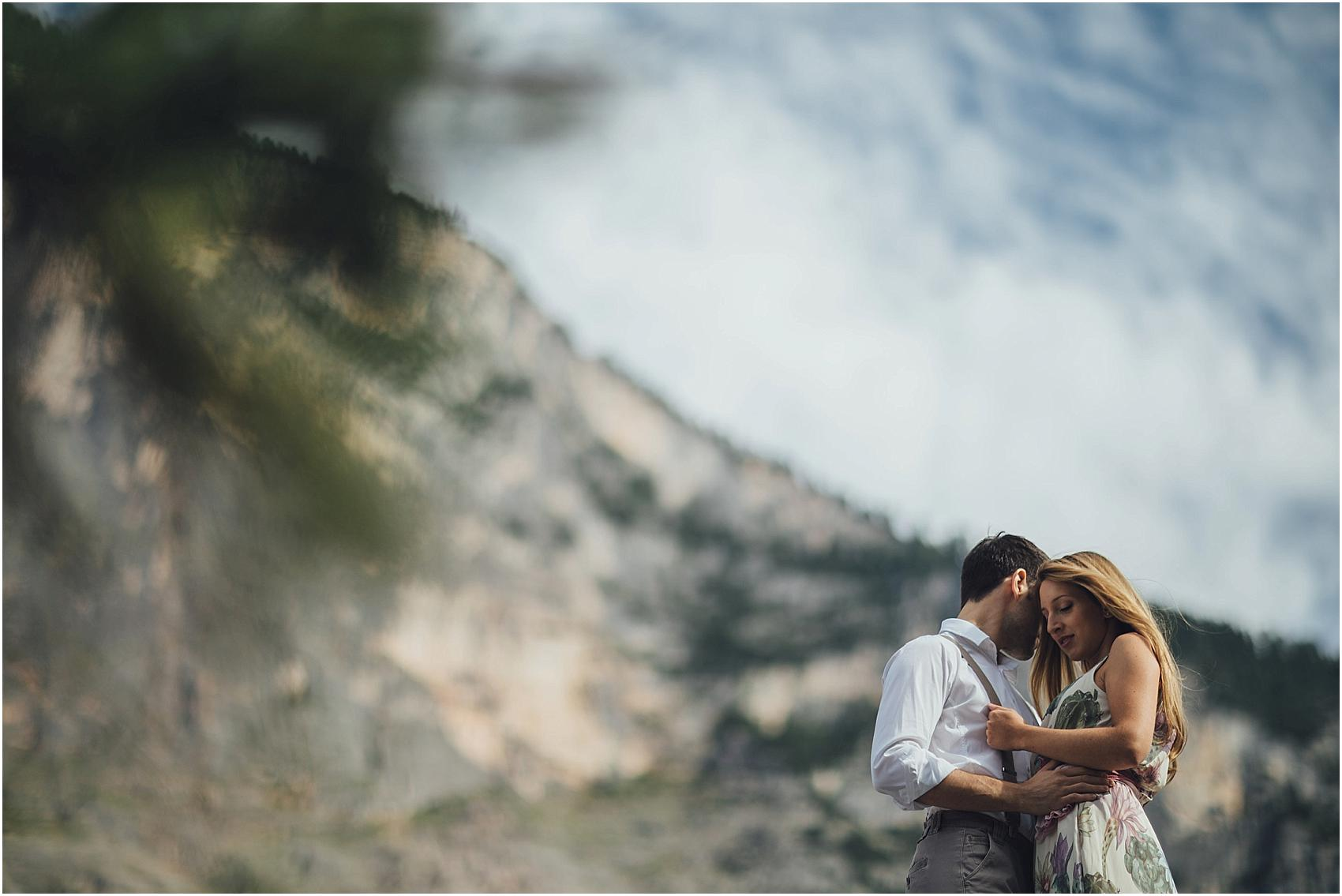 destination-wedding-photographer-engagement-on-alps-italy_0122