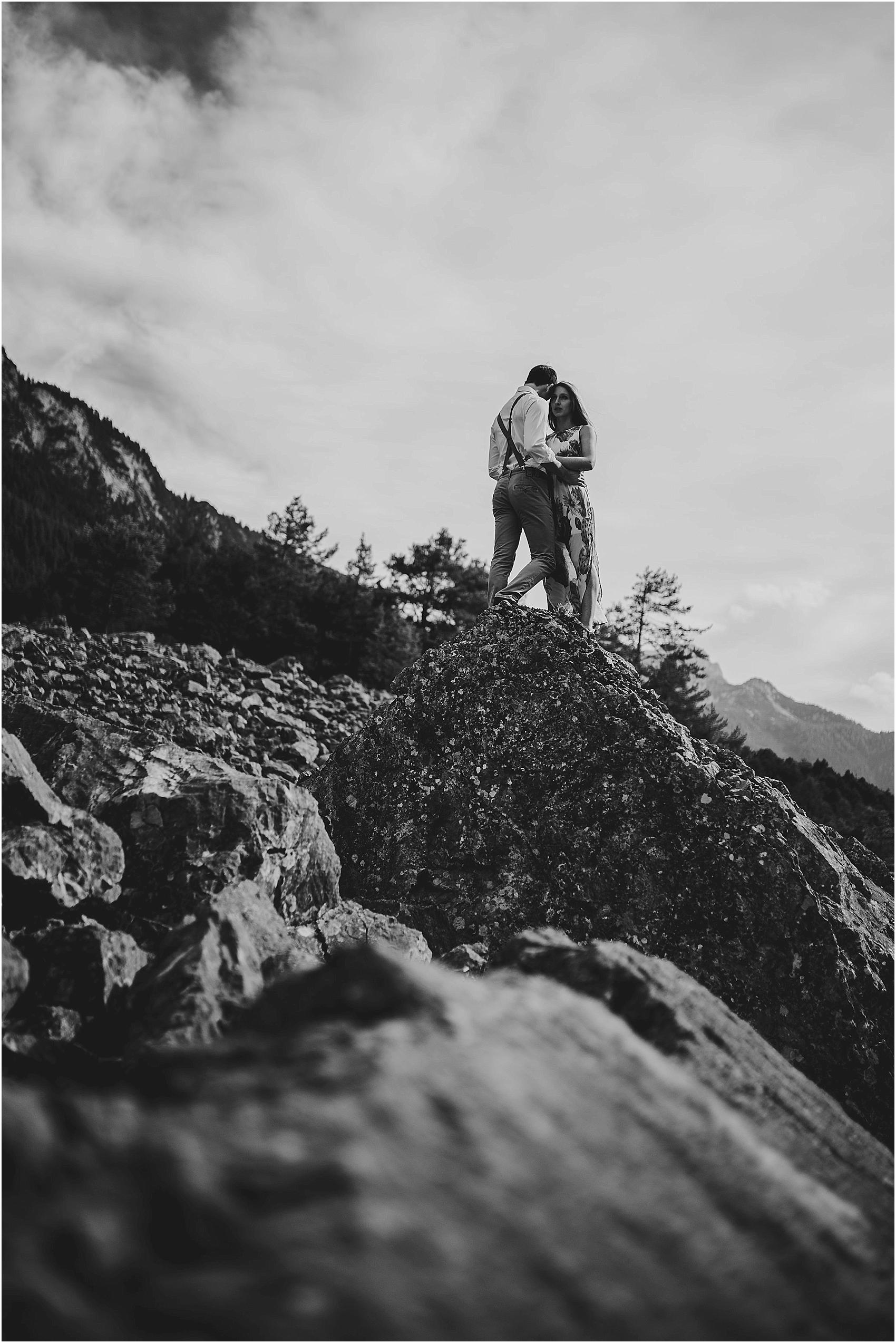 destination-wedding-photographer-engagement-on-alps-italy_0123