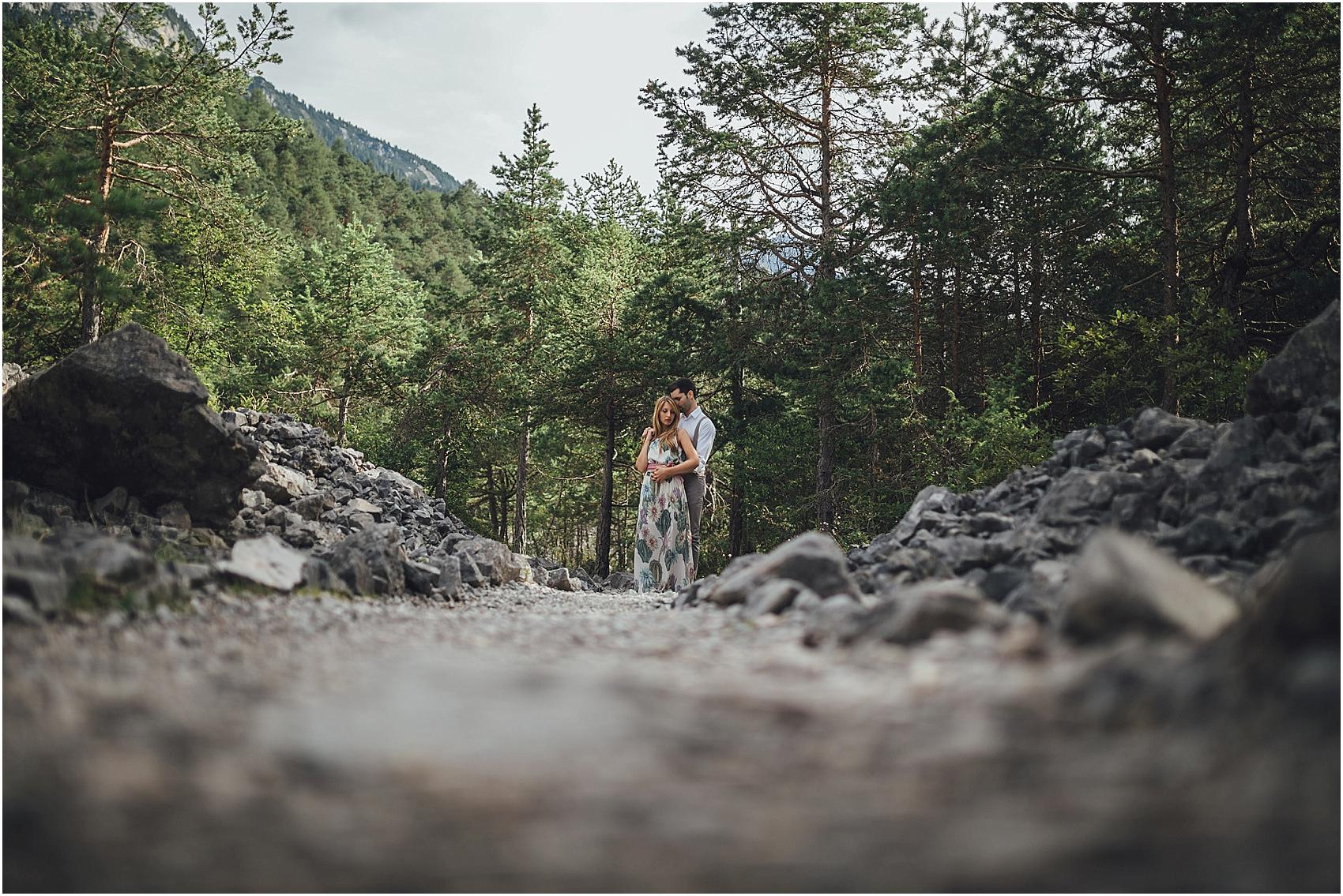 destination-wedding-photographer-engagement-on-alps-italy_0126