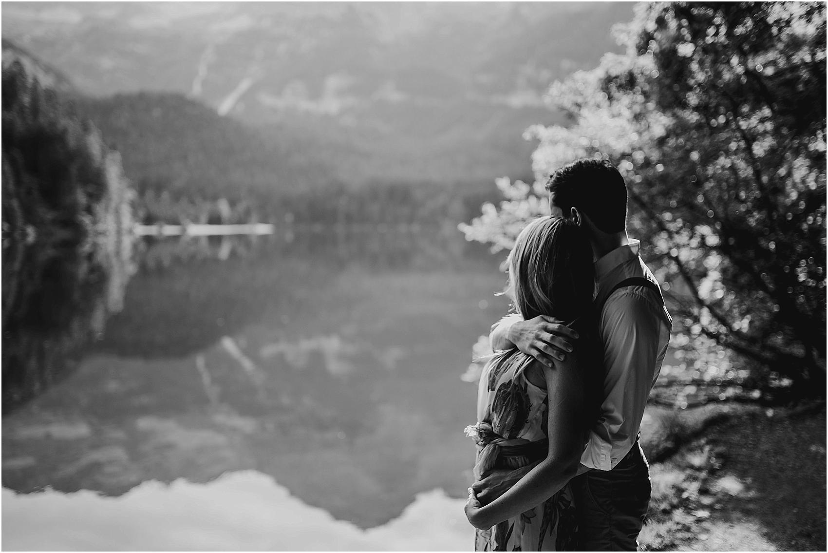 destination-wedding-photographer-engagement-on-alps-italy_0130