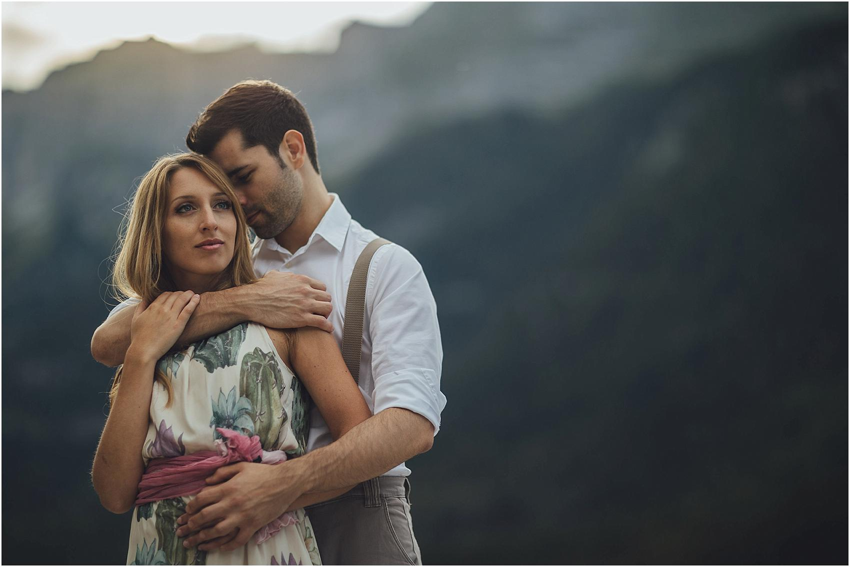 destination-wedding-photographer-engagement-on-alps-italy_0144