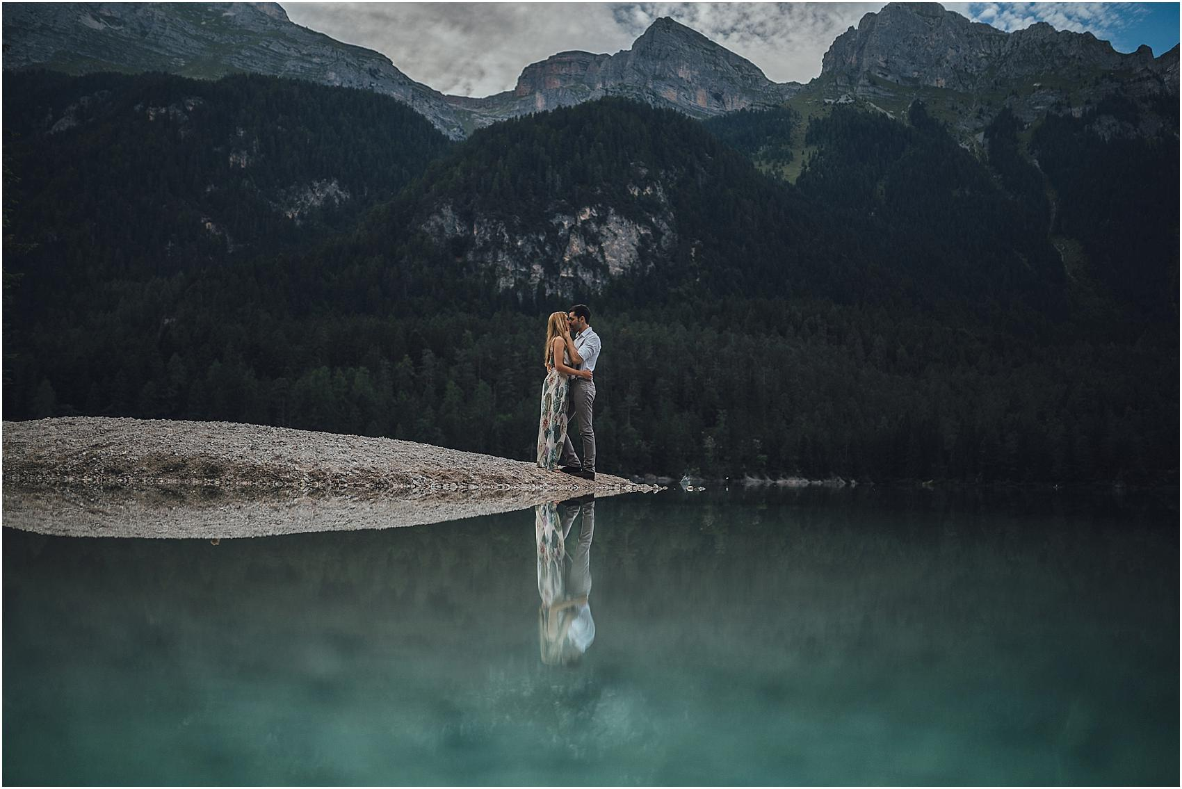 destination-wedding-photographer-engagement-on-alps-italy_0156
